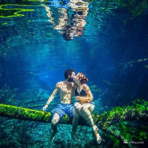 fcd2c842989d Рисунок девушка и парень целуются – картинки и фото парень целует ...